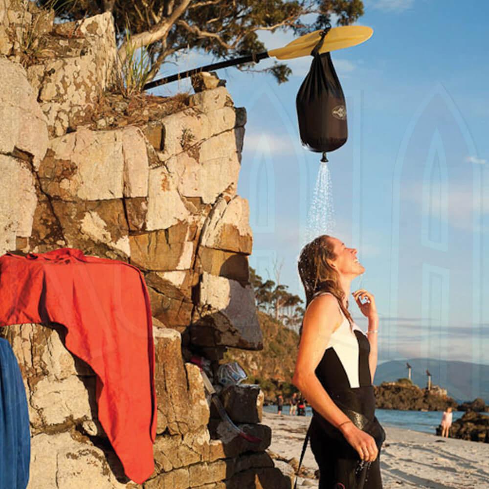 EATOSUMMIT/APSHOWER-03_SEATOSUMMIT_Pocket-shower_DeportesKoala_Madrid_tienda_montan_trekking_expediciones
